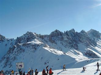 School ski trips to Axamer Lizum, school ski tours to Axamer Lizum, Tyrol, school ski holidays to Axamer Lizum Halsbury Travel